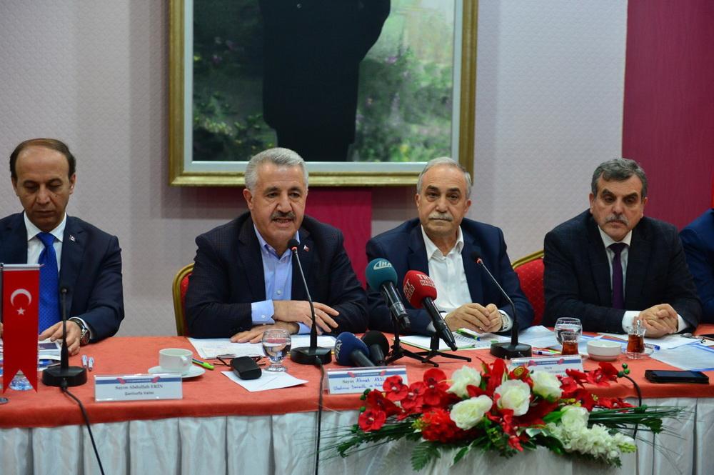 Bakanlar Arslan ve Fakıbaba, mevlitte şehitlerin yakınlarına taziyelerini iletti