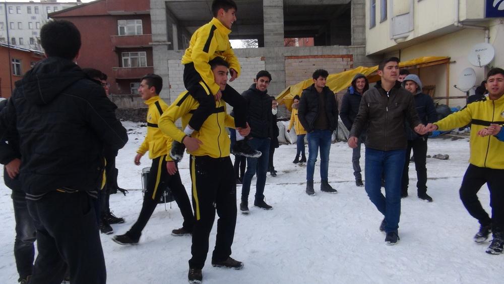 Halit Özer, Final Temel Lisesi Futsal Takımını Kutladı