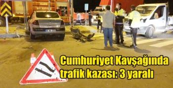 Kars'ta Cumhuriyet Kavşağında trafik kazası: 3 yaralı