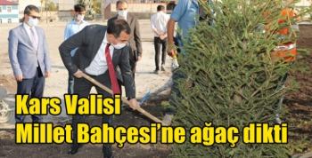 Kars Valisi Millet Bahçesi'ne ağaç dikti