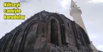 Kiliseyi camiyle korudular