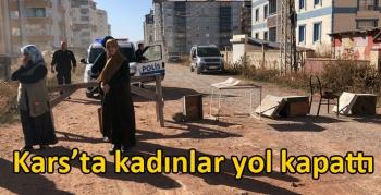Kars'ta kadınlar yol kapattı